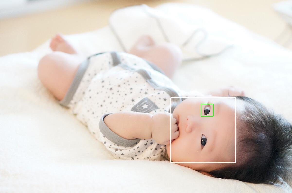 赤ちゃんの目に瞳AFでピント合わせ
