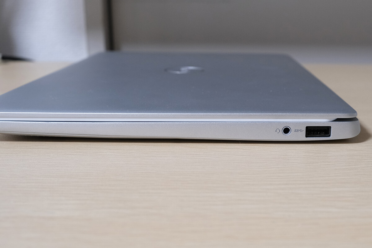 Dell Inspiron 13 7391の右側面