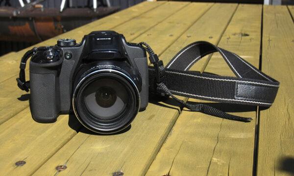 カメラとストラップ