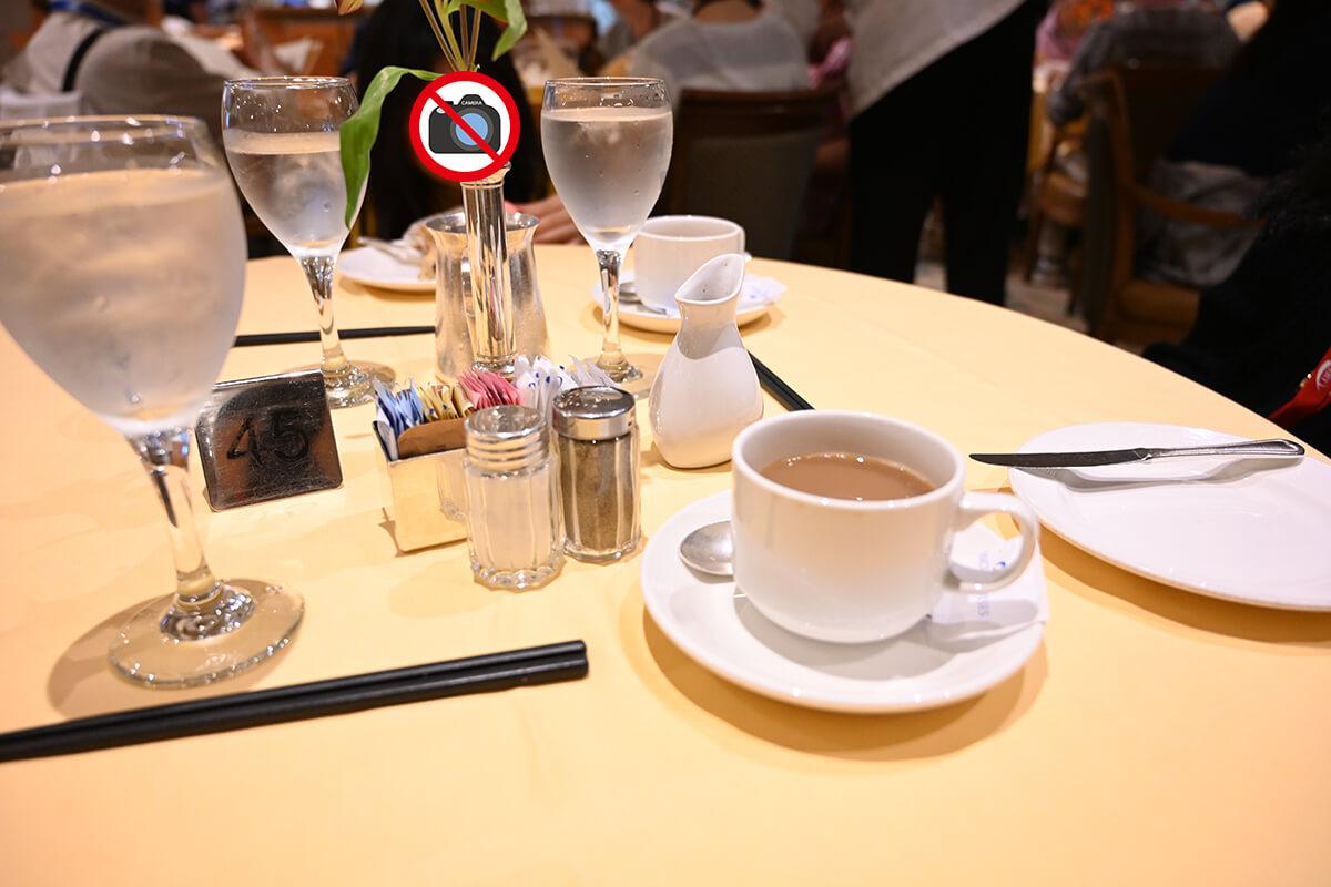 ダイヤモンド・プリンセス 朝のダイニングレストラン