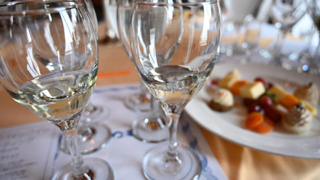 ダイヤモンド・プリンセス ワインテイスティングの白ワイン2杯