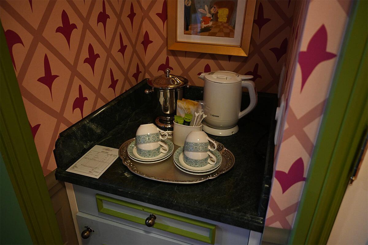 ふしぎの国のアリスルーム お茶やコーヒーカップなど