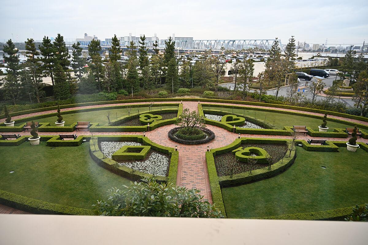 ふしぎの国のアリスルーム 窓から見えるアリス・ガーデン