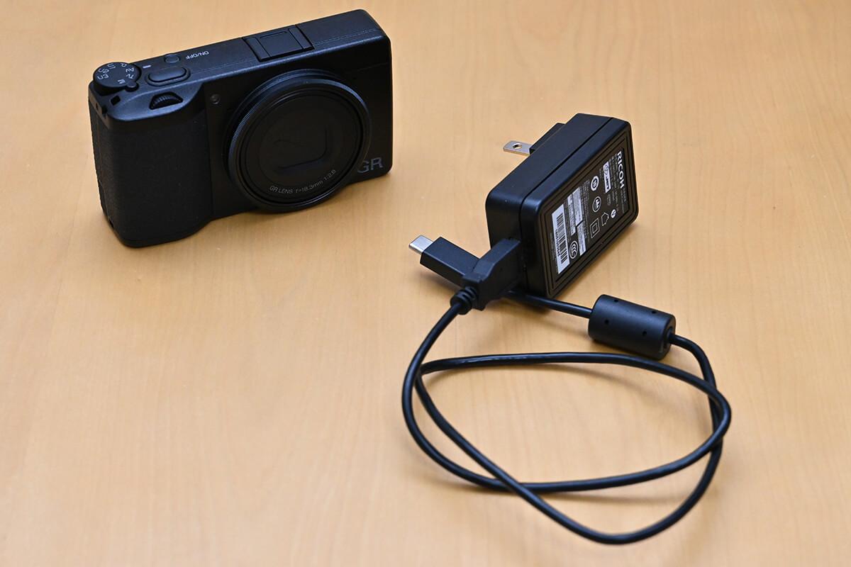 RICOH GR III 付属の充電器