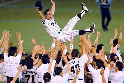 2003年阪神タイガース 星野監督の胴上げ