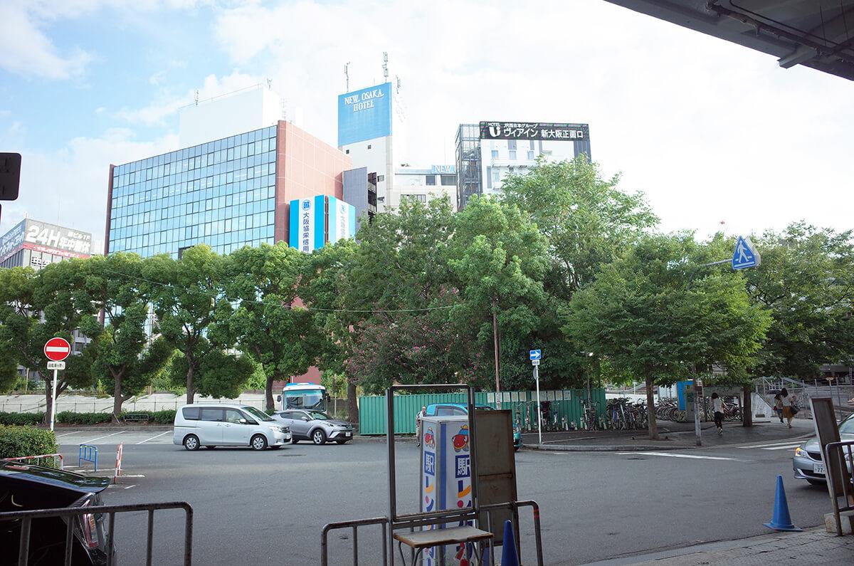 新大阪駅正面口から見えるヴィアイン新大阪正面口