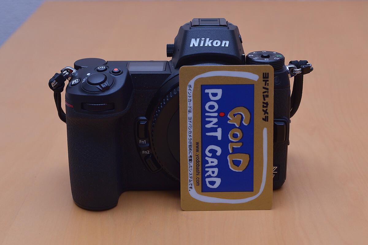 Nikon Z7 ヨドバシゴールドポイントカードと大きさ比較