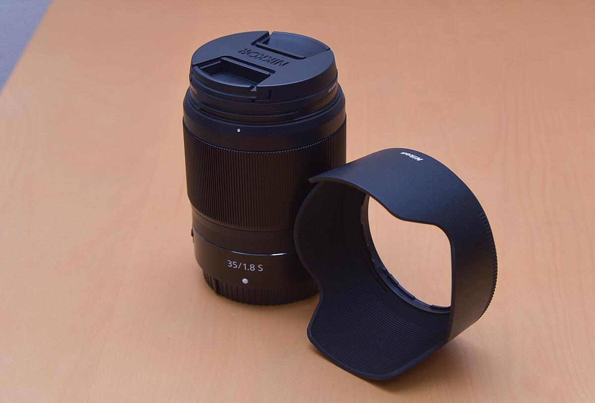NIKKOR Z 35mm f/1.8 S 付属の花形フード